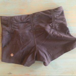🍋 Grey lululemon shorts